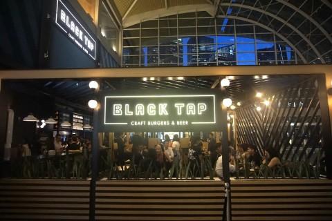 Kemeriahan Pesta Pembukaan Restoran Black Tap Milik
