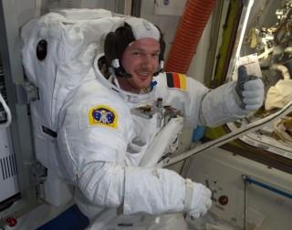 Ada Lubang di ISS, Astronaut Tutup dengan Ibu Jari