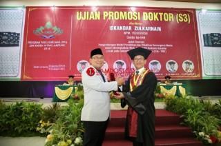 Pemred Lampung Post Raih Gelar Doktor dari UIN Raden Intan