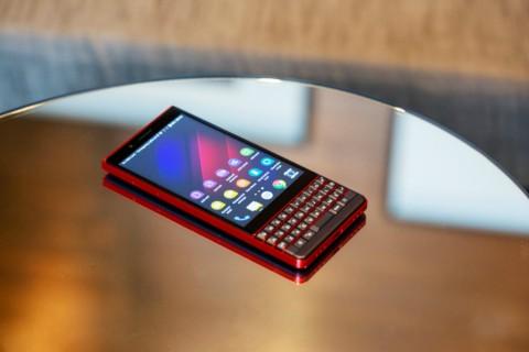 BlackBerry KEY2 LE Pasang Keyboard Fisik Harga Terjangkau