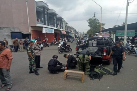 Kardus Cokelat Bikin Heboh di Depan Toko Emas di Malang