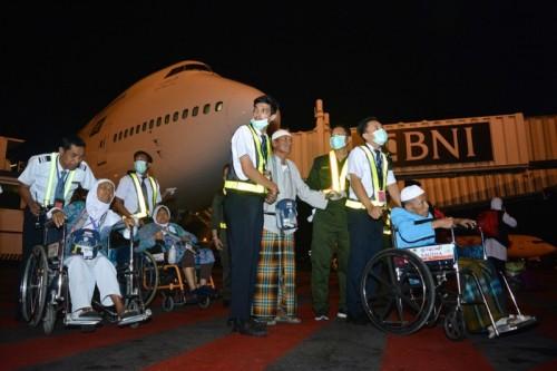 Jemaah haji kloter pertama tiba di tanah air, Selasa, 28 Agustus