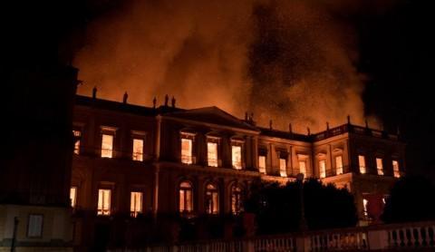 Museum Berusia 200 Tahun di Brasil Terbakar
