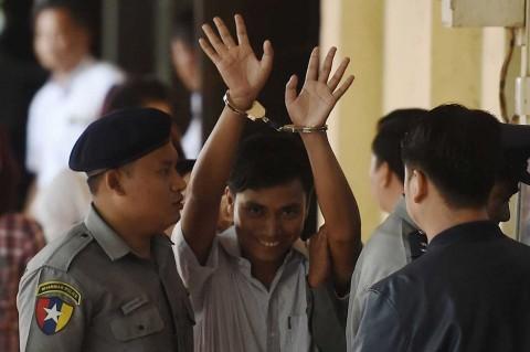 Dua Wartawan Reuters Divonis Tujuh Tahun