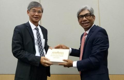 Wamenlu Fachir Dorong Kenaikan Gaji TKI di Hong Kong