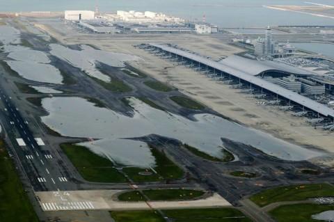 Topan Jebi Picu Evakuasi dari Bandara Kansai