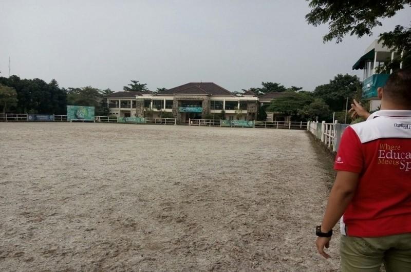 Petugas menunjukkan arena pentathlon di Kabupaten Tangerang yang digunakan saat Asian Games 2018, Medcom.id - Hendrik Simorangkir