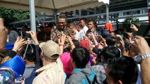 Gubernur Sulsel Nurdin Abdullah Disambut Ribuan Relawan