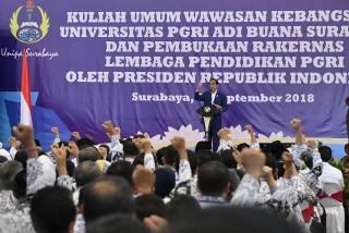 Jokowi Bantah Hentikan Tunjangan Guru