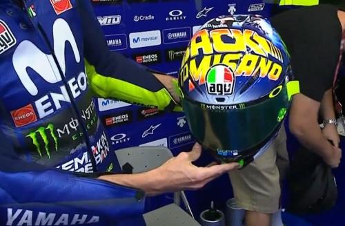 Penampilan helm spesial Rossi (Foto: Crash)