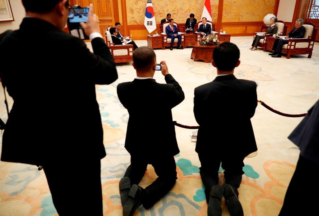 Presiden Joko Widodo (Jokowi) saat melakukan kunjungan ke Korea Selatan. (FOTO: AFP)