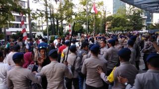 Baku Hantam Warnai Demo Pengemudi <i>Online</i>