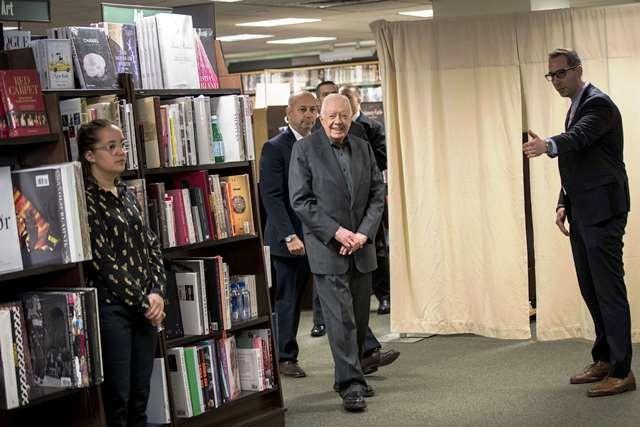 Presiden ke-39 AS, Jimmy Carter bersiap meluncurkan buku memoarnya yang berjudul Faith: A Journey For All' di di toko buku Barnes & Noble, Manhattan (26/3/2018). AFP Photo/Getty Images/Drew Angerer