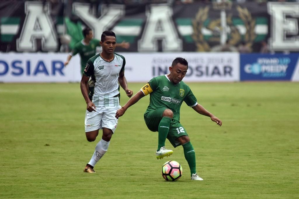 Persebaya vs PS Tira (Foto: ANTARA/M RISYAL HIDAYAT )