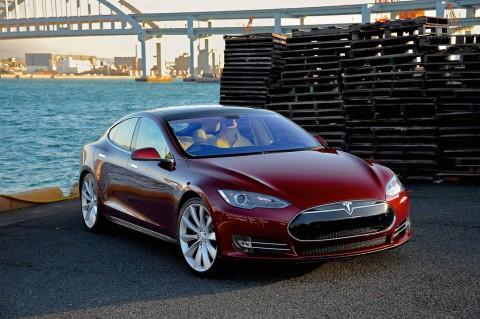 Ada Kelemahan di Kunci Tesla Model S