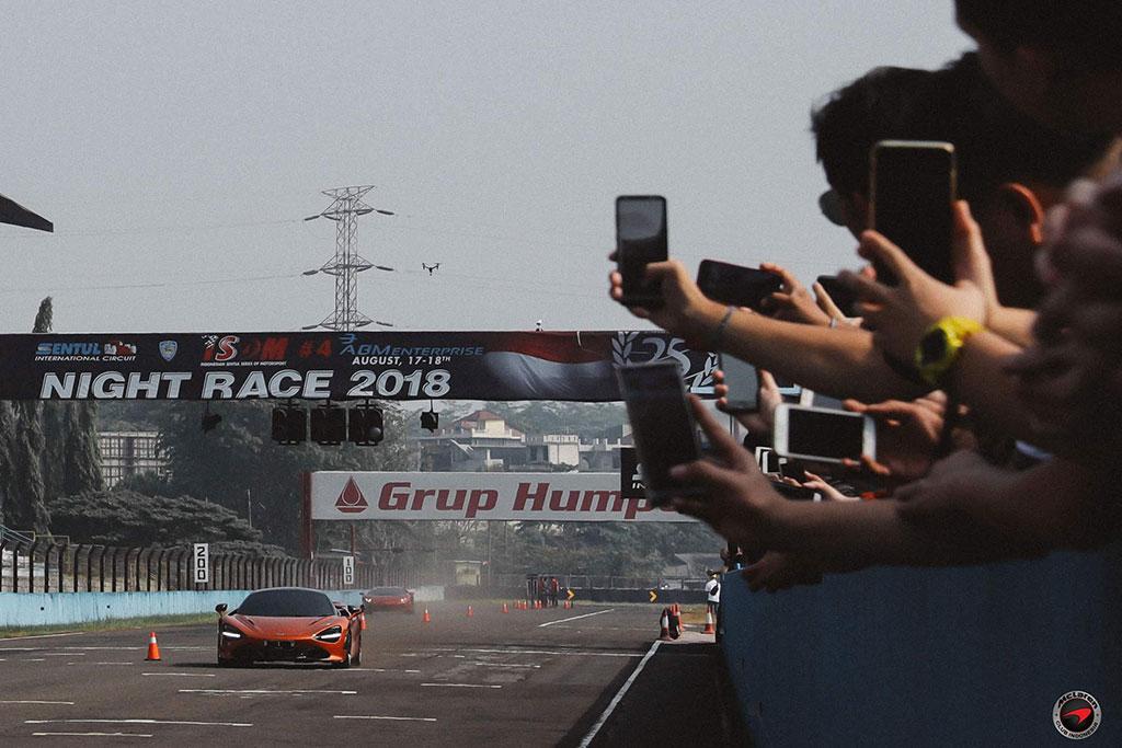 MCI menggelar Speed Up Thrill In untuk memacu mobil mereka di dalam sirkuit. MCI