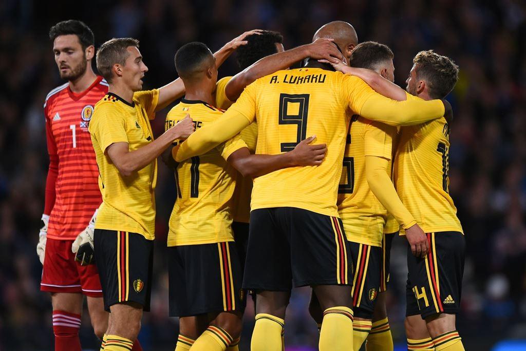 Skuat Belgia merayakan gol Romelu Lukaku (Foto: AFP/ANDY BUCHANAN)