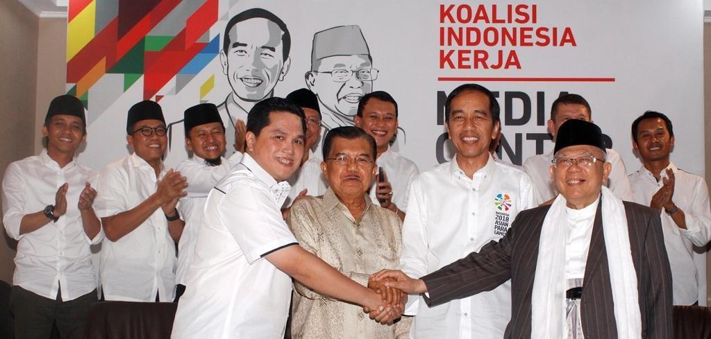 Capres Joko Widodo (dua kanan) berfoto dengan Bacawapres Ma'ruf Amin (kanan), Wapres Jusuf Kalla (dua kiri), Ketua TKN Erick Thohir (kiri). Foto: MI/Bary Fathahilah.
