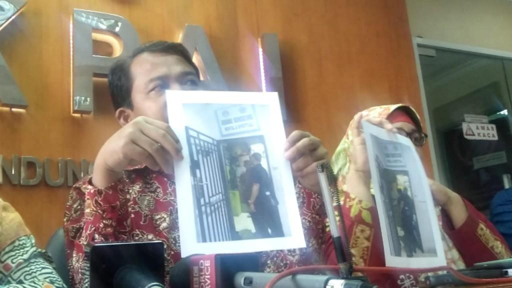 Komisioner KPAI menunjukkan gambar sel tahanan yang berada di salah satu SMK di Kepulauan Riau, Medcom.id/Intan Yunelia.