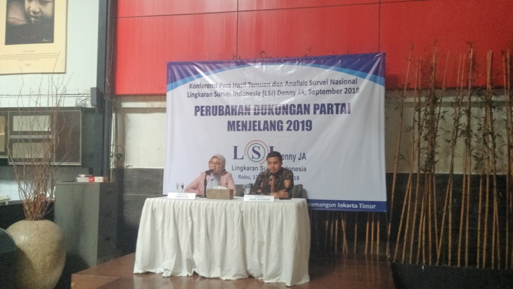 Peneliti LSI Denny JA, Adjie Alfaraby (kanan). Foto: Medcom.id/Dheri Agriesta.