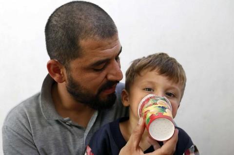 Khawatir Serangan Senjata Kimia, Warga Idlib Buat Masker Sederhana