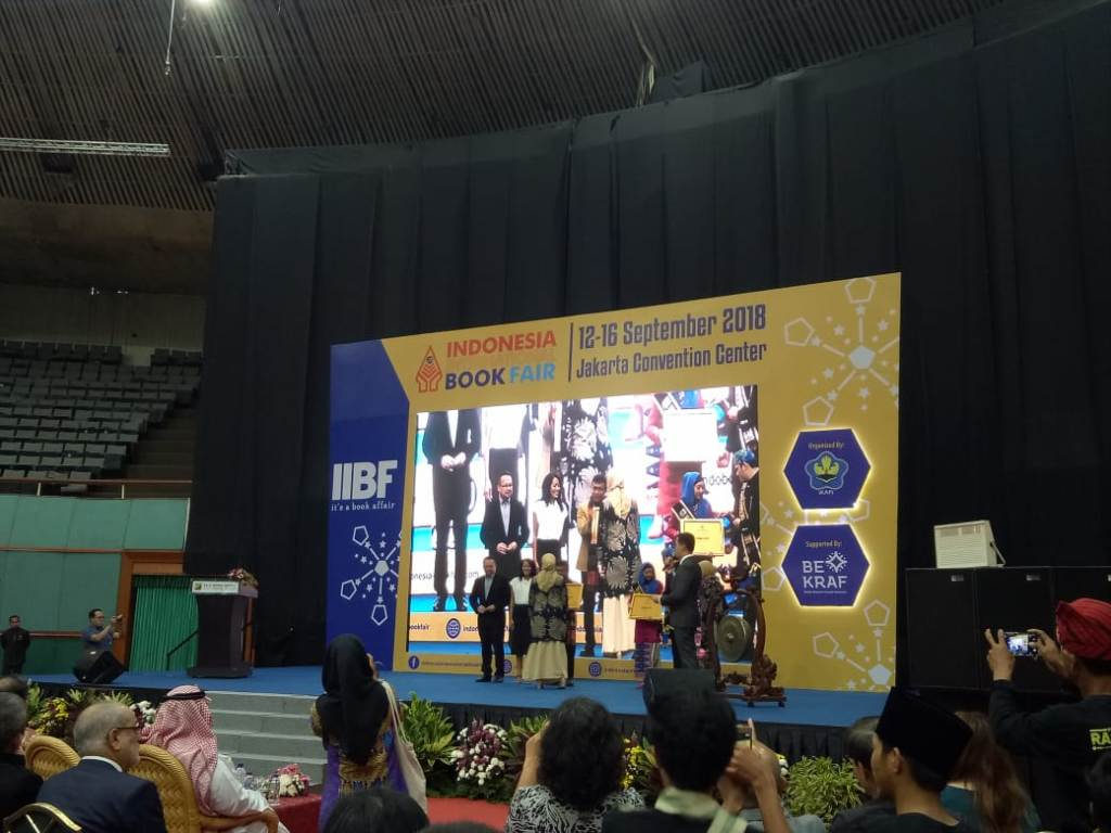 Ikatan Penerbit Indonesia (IKAPI) memberikan anugerah Writer of the Year 2018 kepada Rhenald Kasali, Medcom.id/Intan Yunelia.