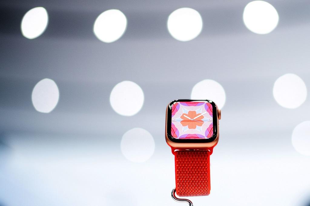 Apple Watch Series 4. (Photo by NOAH BERGER / AFP)
