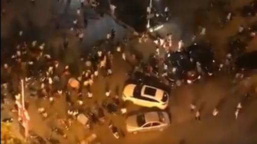 Mobil tabrak kerumunan warga di Tiongkok. (Foto: Twitter).