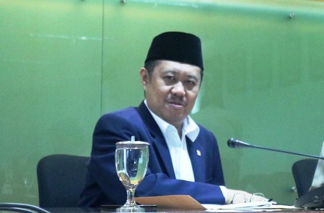 Ketua bidang rekrutmen hakim KY Aidul Fitriciada Azhari (memakai peci) di Gedung KY, Jakarta, Kamis, 13 September 2018. Medcom.id/Dheri Agriesta.