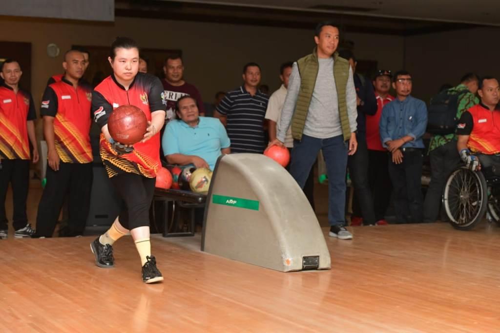 Menpora Imam Nahrawi memantau Pelatnas Bowling (Foto: Dok. Humas Kemenpora)