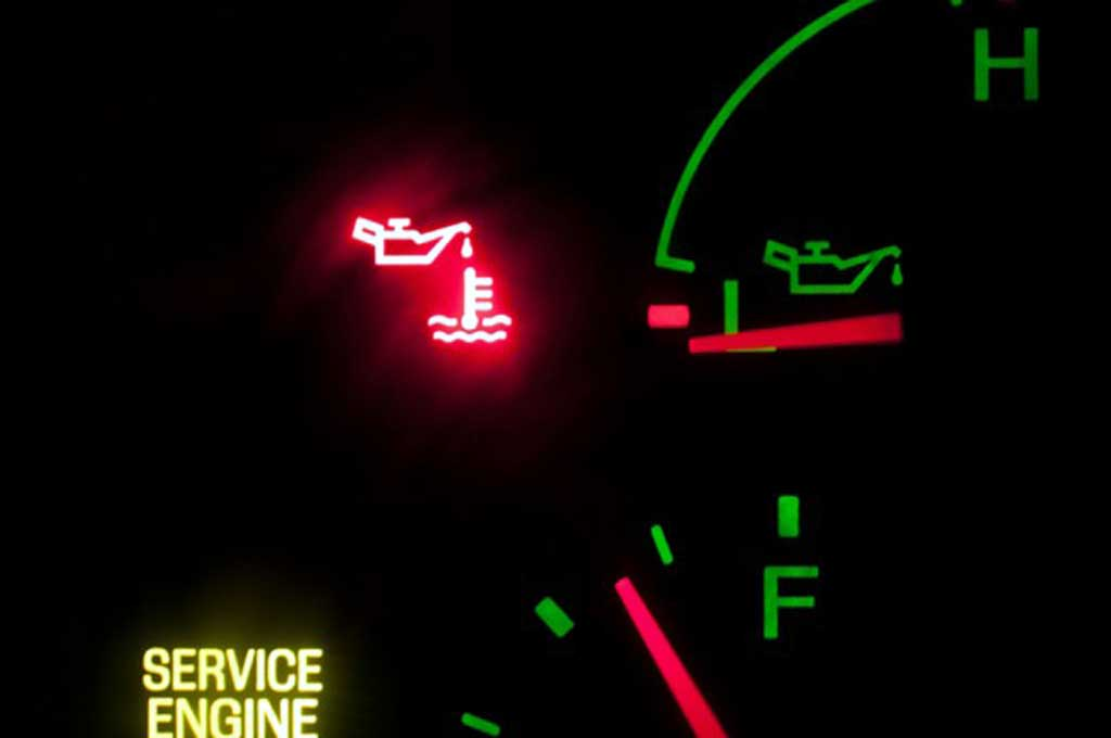 Lampu indikator oli nyala tanda sistem pelumasan bermasalah. Yourmechanic