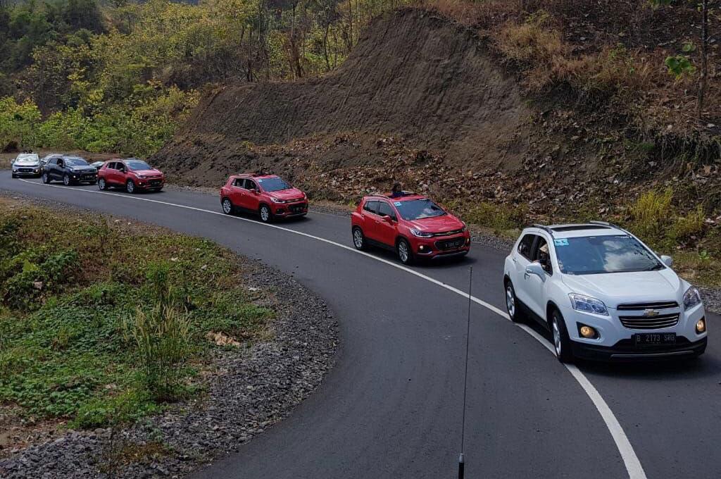 40 mobil komunitas T-RAX melakukan turing ke Ujung Genteng. T-RAX