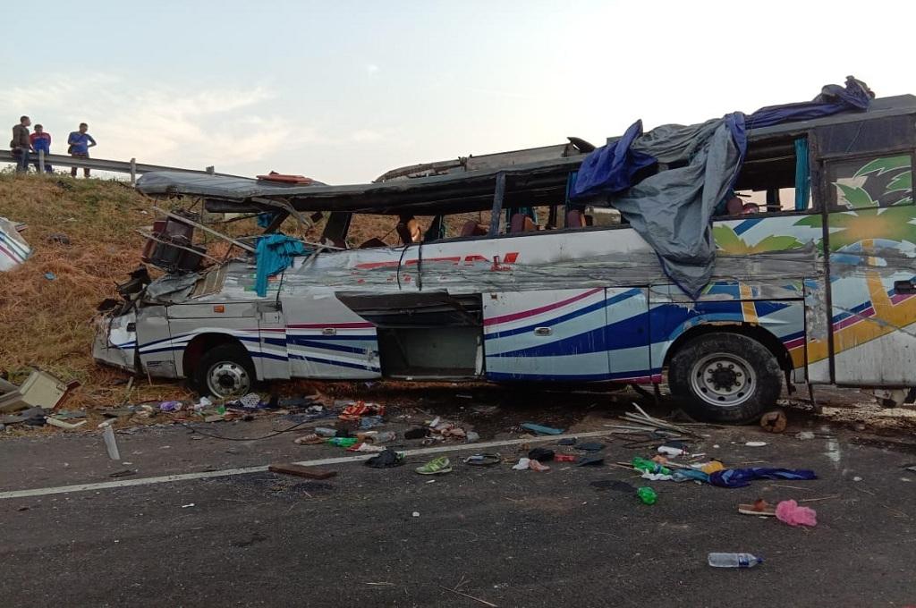 Bus kecelakaan di tol Kanci-Pejagan wilayah Cirebon mengakibatkan tiga orang tewas, Jumat, 14 September 2018, Medcom.id - Rofahan