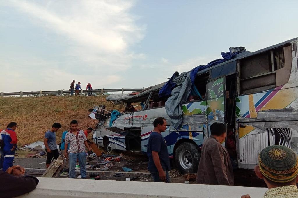 Bus rute Jatim-Riau kecelakaan di tol Kanci-Pejagan, Jumat 14 September 2018, Medcom.id - Ahmad Rofahan