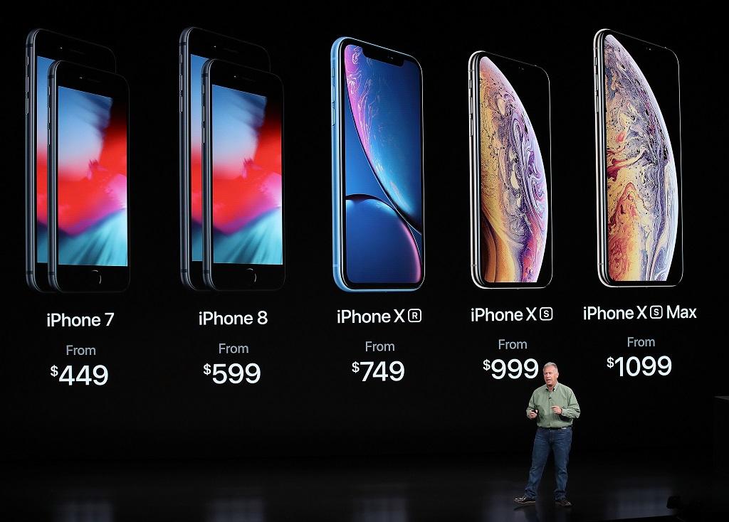 jajaran iPhone yang Apple jual sekarang. (Justin Sullivan/Getty Images/AFP)