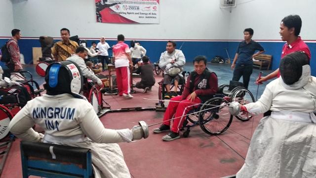 Menpora Imam Nahrawi di tengah-tengah atlet anggar kursi roda-Dok: Kemenpora