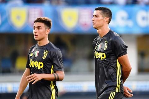Paulo Dybala dan Cristiano Ronaldo. (Foto: Alberto PIZZOLI / AFP)
