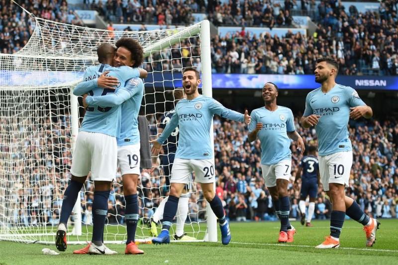 Leroy Sane mencetak gol ke gawang Fulham. (Foto: Oli SCARFF / AFP)
