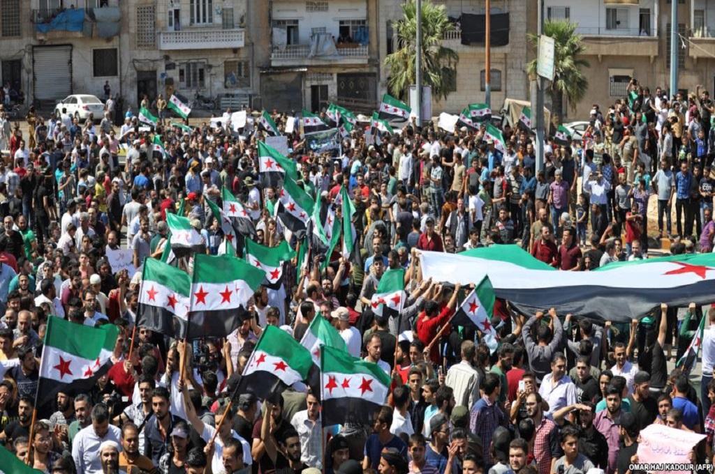 Unjuk rasa menentang rencana serangan pemerintah digelar di provinsi Idlib, Suriah. (Foto: AFP/Omar Haj Kadour)