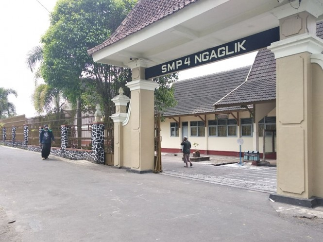 SMP Negeri 4 Ngaglik yang melakukan pengadaan seragam bagi siswanya. Medcom.id/Ahmad Mustaqim