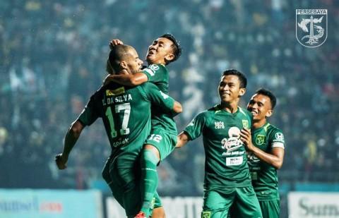 David Silva (kiri) merayakan gol yang ia cetak ke gawang