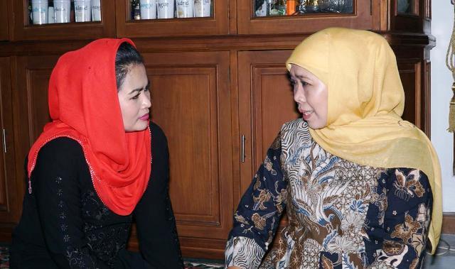 Puti Guntur Soekarno menemui Gubernur Jawa Timur terpilih Khofifah Indar Parawansa.