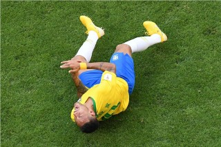 Jumpa PSG, Bek Liverpool Enggan Tertipu Neymar