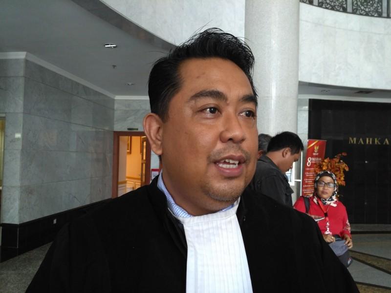 Kuasa Hukum KPU Tegal, Ali Nurdin di Gedung MK - Medcom.id/Nur Azizah.