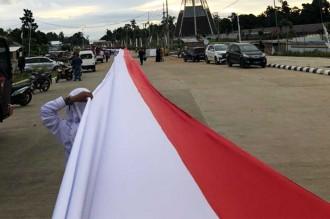 Ansor Bentangkan Merah Putih 1,5 Km di Perbatasan RI-PNG