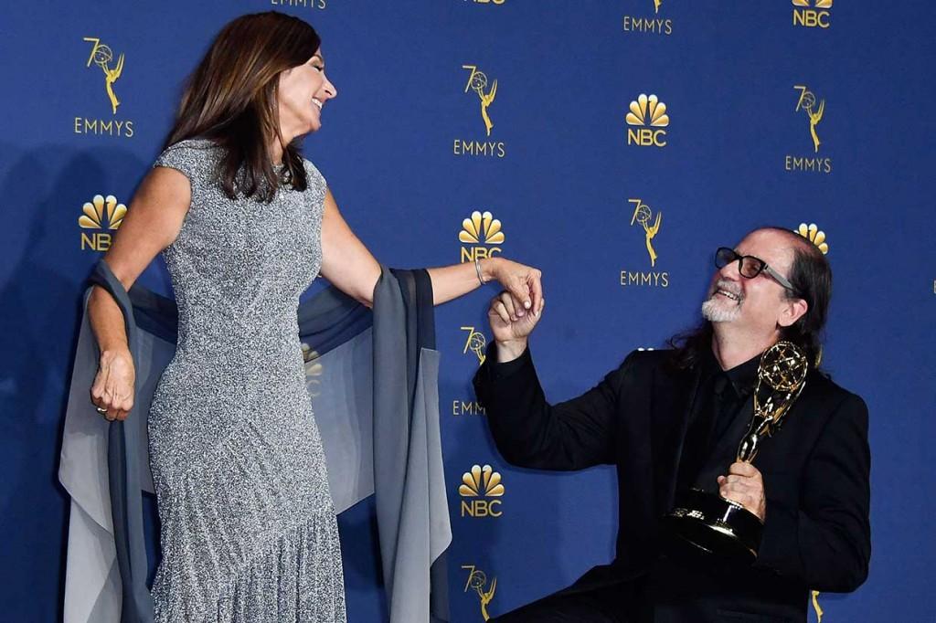 Sutradara Ini Lamar Kekasih Saat Raih Emmy Awards 2018