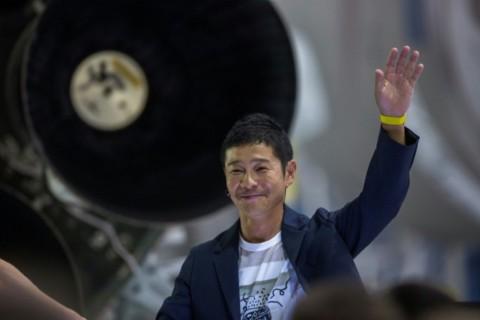 Miliarder Jepang jadi Turis Pertama yang Terbang ke Bulan