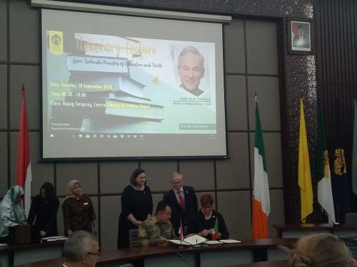 Penandatanganan MoU antara UI dengan Limerick University dan