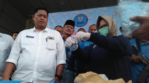Badan Narkotika Nasional Provinsi (BNNP) Banten memusnahkan