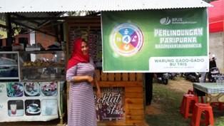 Tris,  penjual gado-gado di Desa Loa Duri Ilir, Kabupaten Kutai